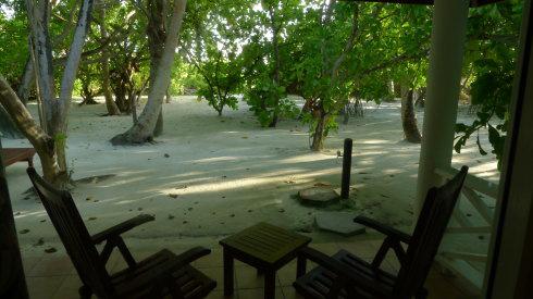 沙滩屋后面